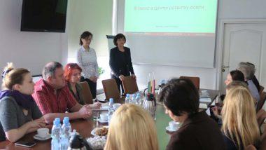 Wicedyrektor ORE Beata Jancarz-Łanczkowska iMarina Warsimaszwili wygłaszaja prezentację wstępną